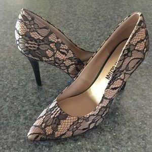 """Cosmopolitan """"Satisfy"""" black lace heel, size 8"""